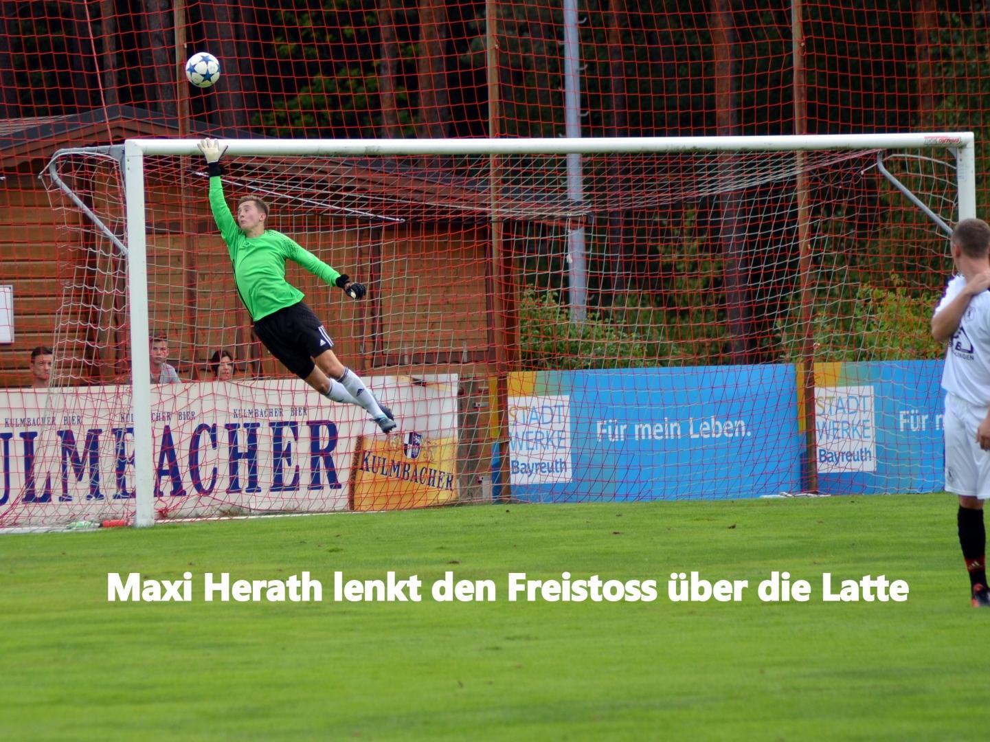 Maxi Herath lenktet hier einen Kanzer Freistoß über`s Tor